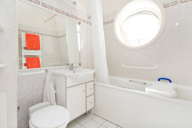 Your Paris Apartment bathroom