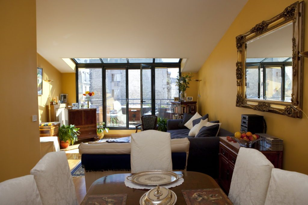 Living and dining area of 52 clichy
